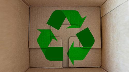 Vorschaubild Karton mit Recyclingzeichen Kreislaufwirtschaft